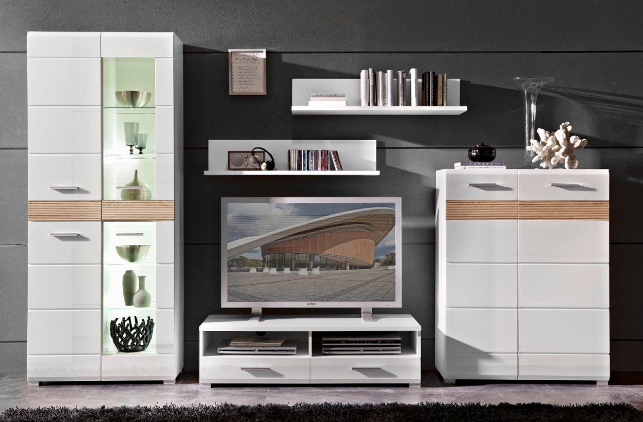 Wohnzimmerwand weis raum und m beldesign inspiration for Wohnzimmerwand eiche