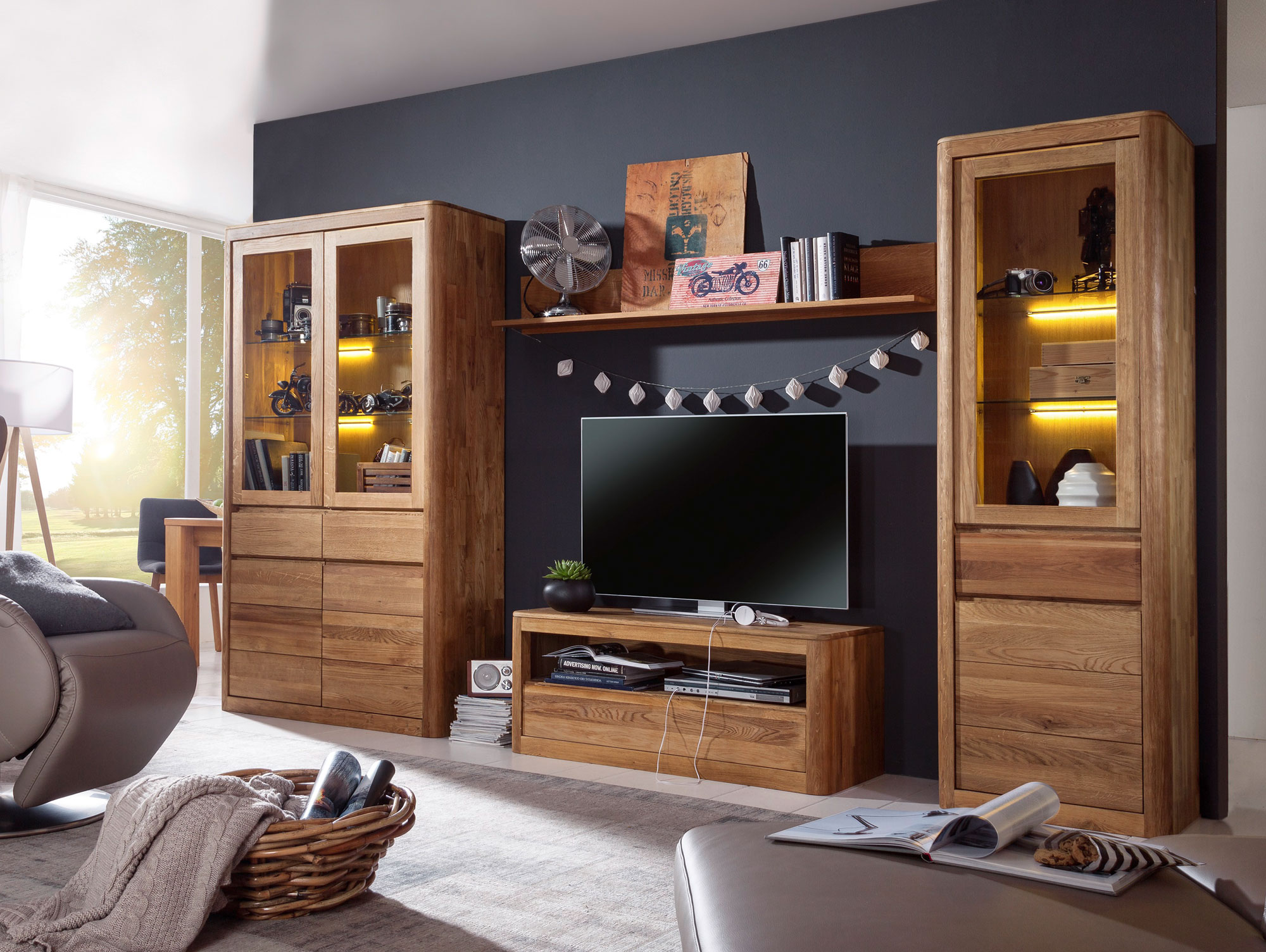 astoria ii wohnwand wildeiche massiv ge lt. Black Bedroom Furniture Sets. Home Design Ideas