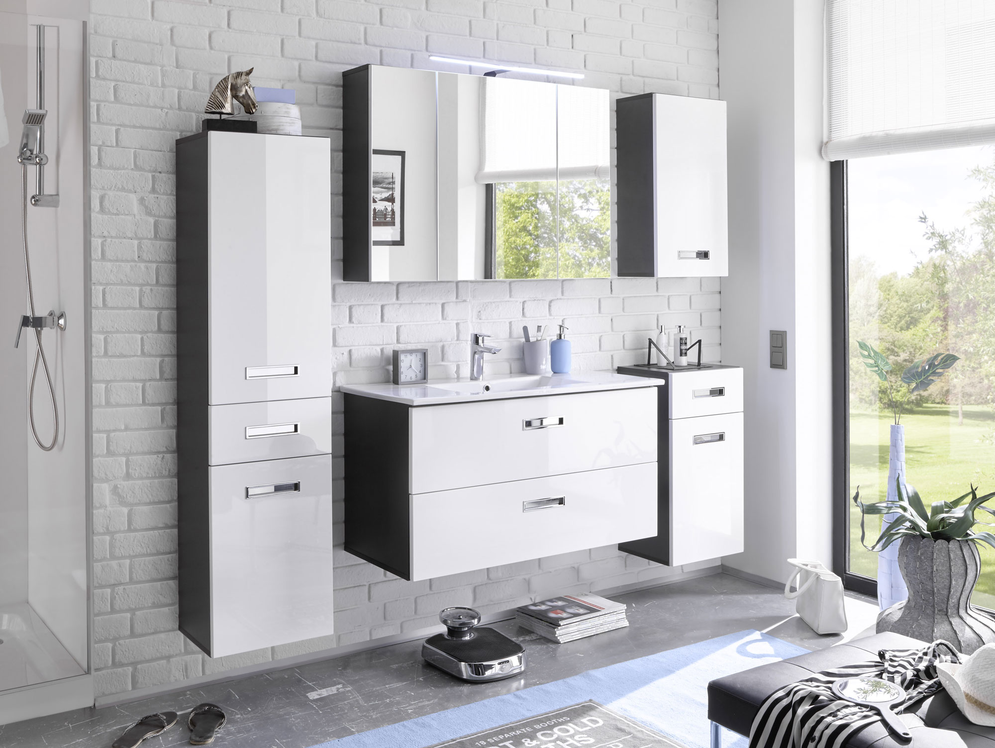 may h ngeschrank klein grau weiss. Black Bedroom Furniture Sets. Home Design Ideas