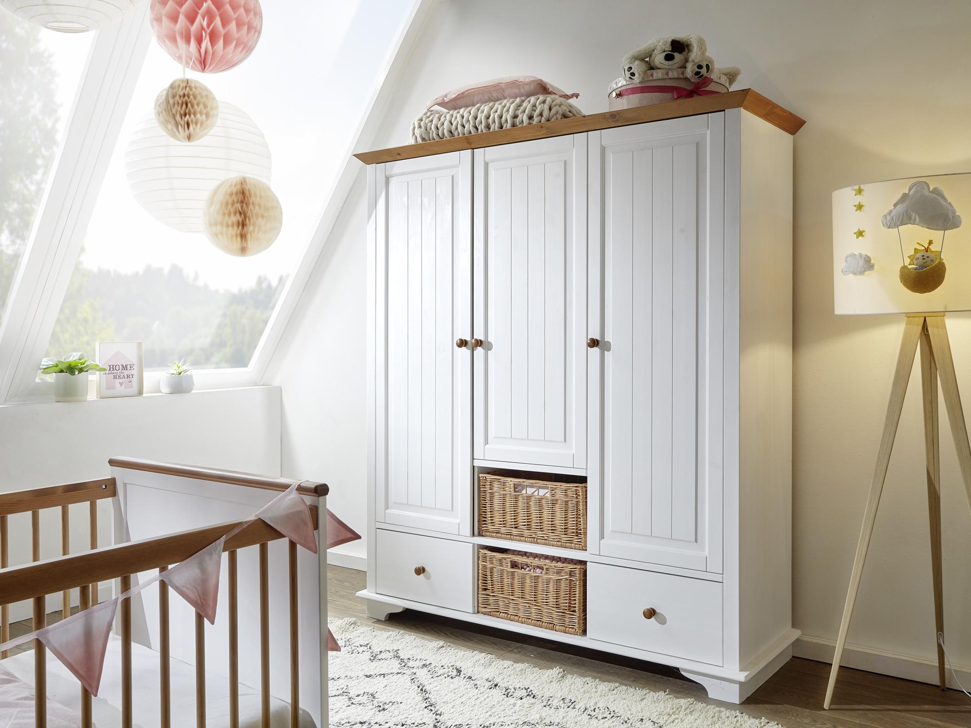 Elegant Kleiderschrank Landhaus Bestand An Wohndesign Dekor