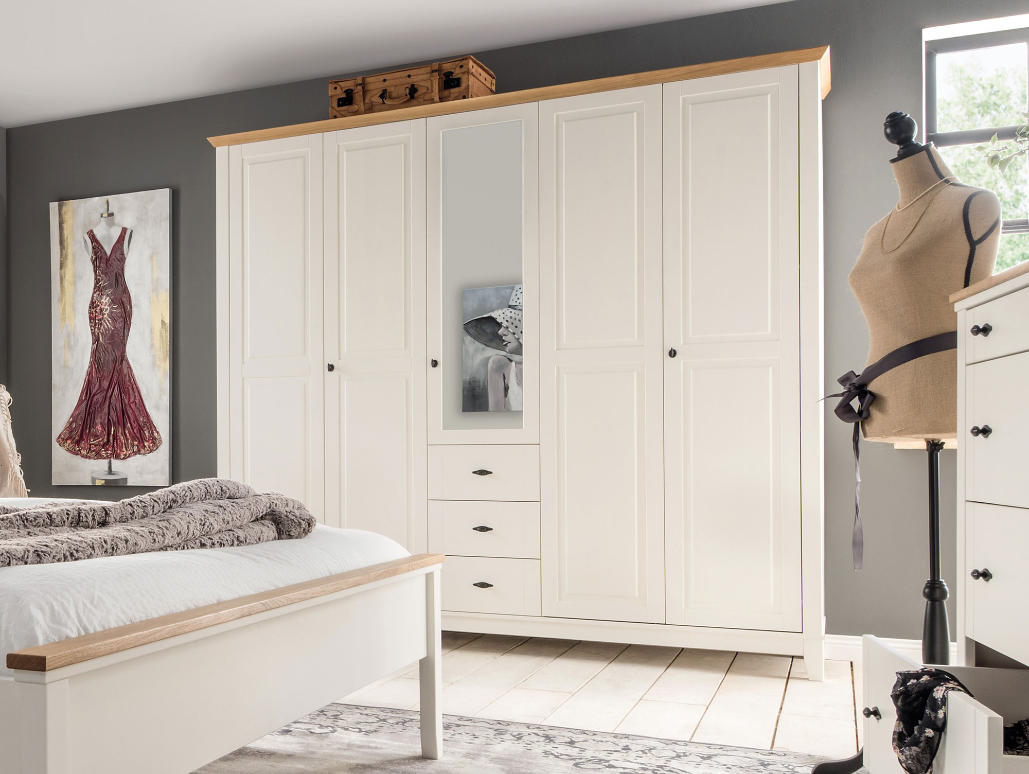 emilia massivholz kleiderschrank kiefer creme absetzung eiche massiv 233 cm 5 t rig. Black Bedroom Furniture Sets. Home Design Ideas