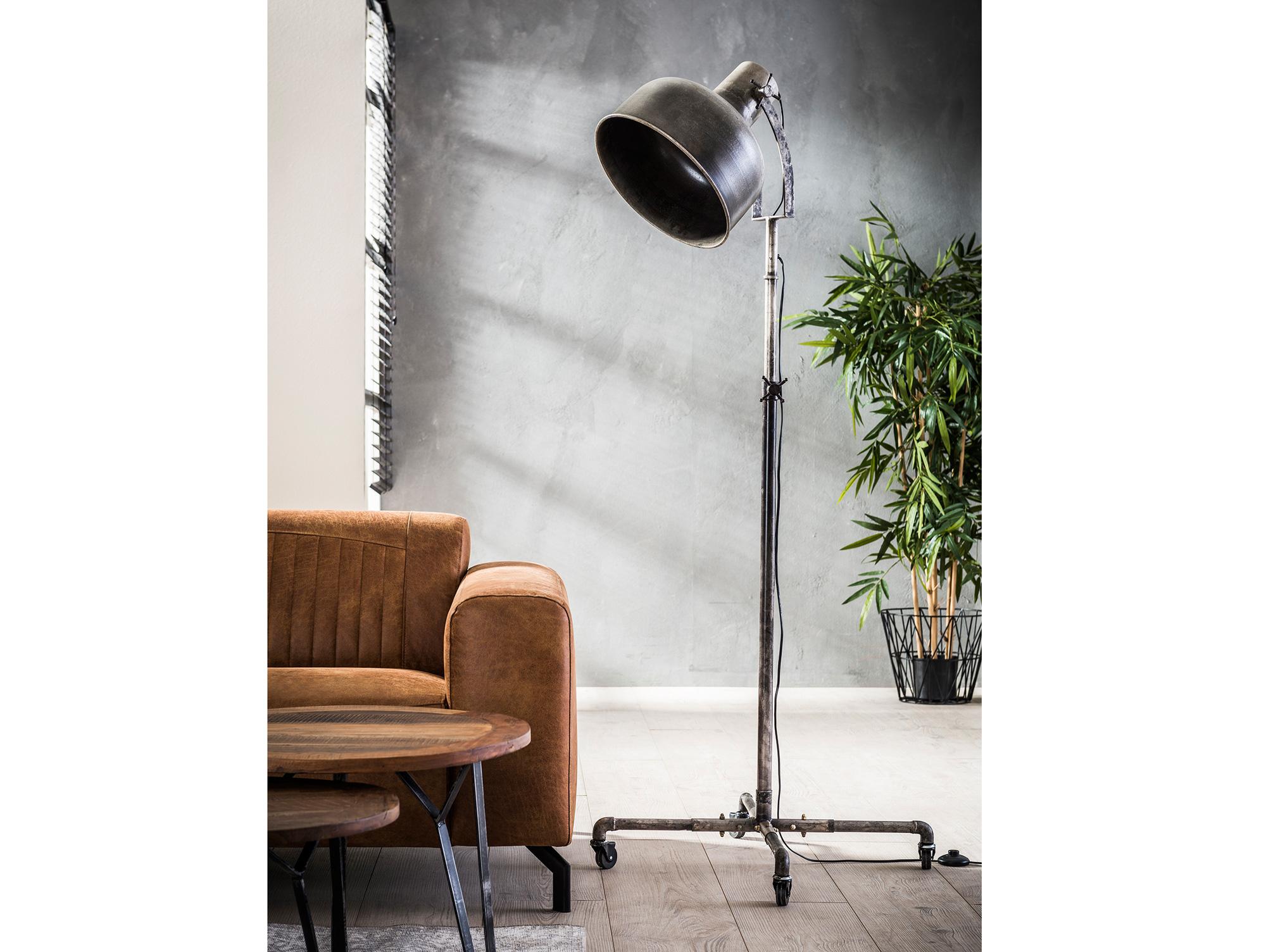 anika stehlampe metall im industriedesign. Black Bedroom Furniture Sets. Home Design Ideas