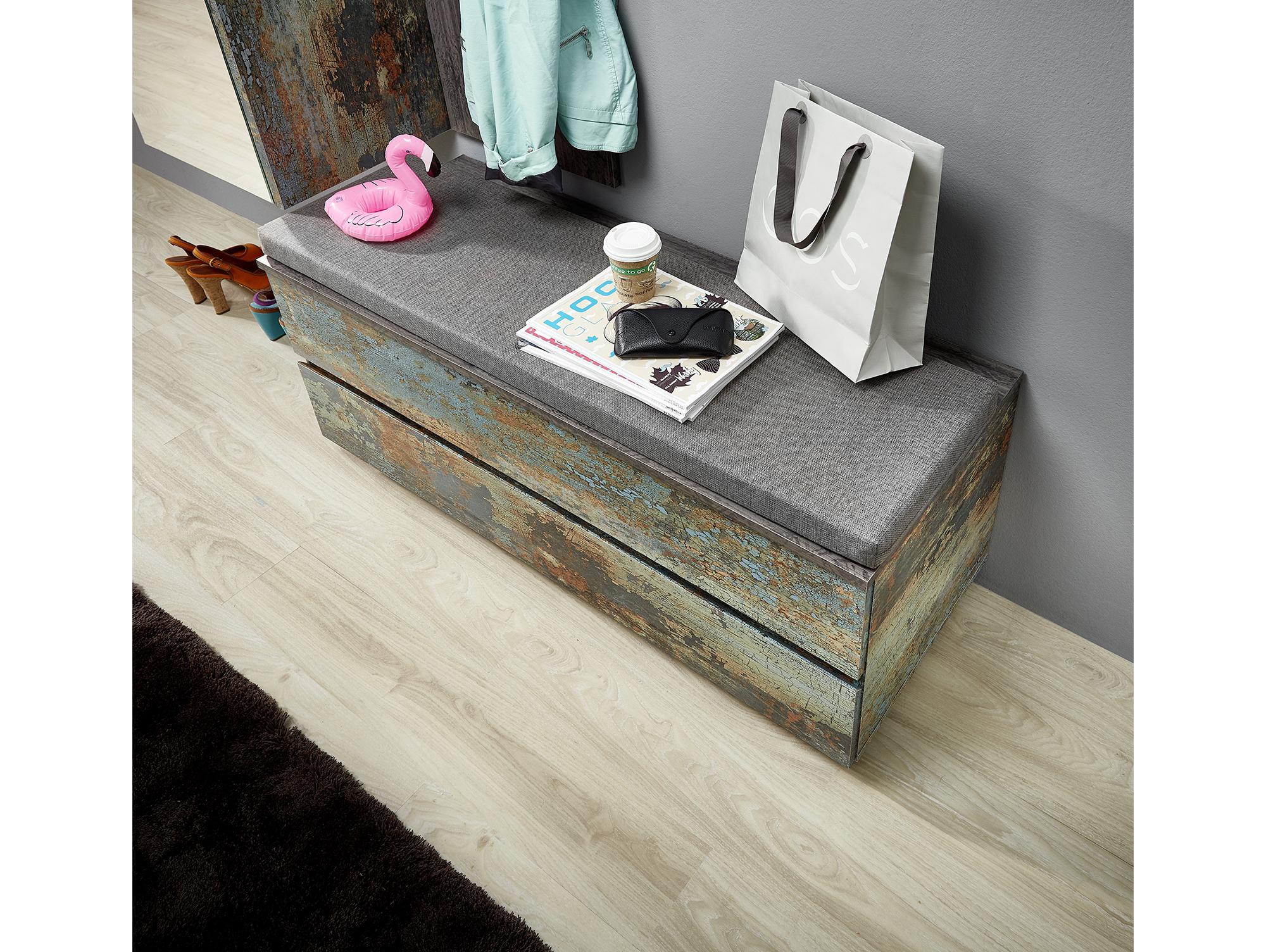 susan bank truhe mit kissen metal vintage. Black Bedroom Furniture Sets. Home Design Ideas