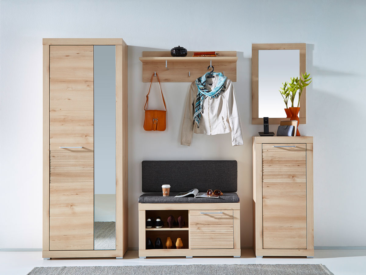 bank garderobe cheap schmaler flur bilder enger flur gestaltung weiae bank und garderobe im. Black Bedroom Furniture Sets. Home Design Ideas